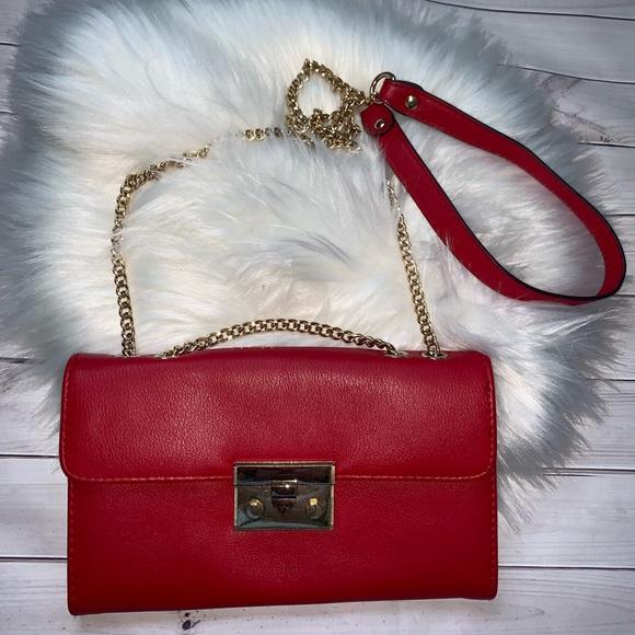 Enzo Angiolini Handbags - Enzo Angiolini cross chain body clutch